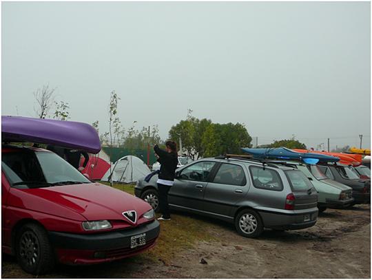 Estacionamiento del Club Regatas y Pesca Mar Chiquita con dia gris